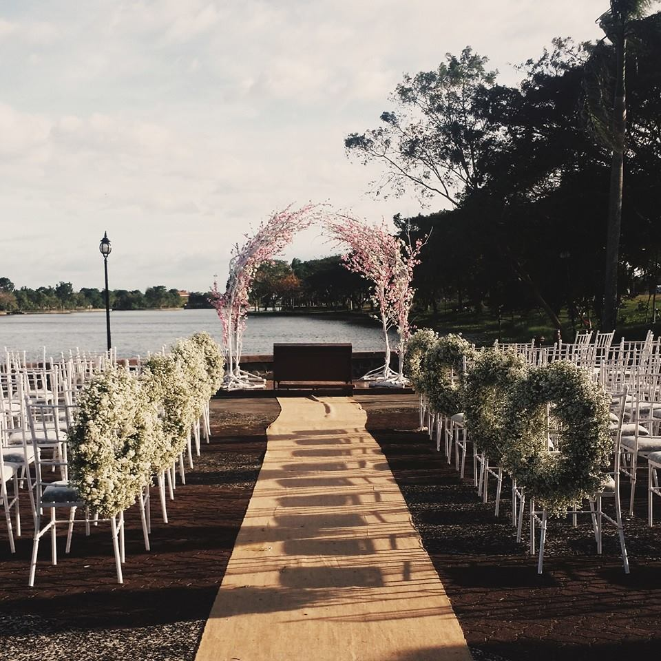 Lakeshore wedding