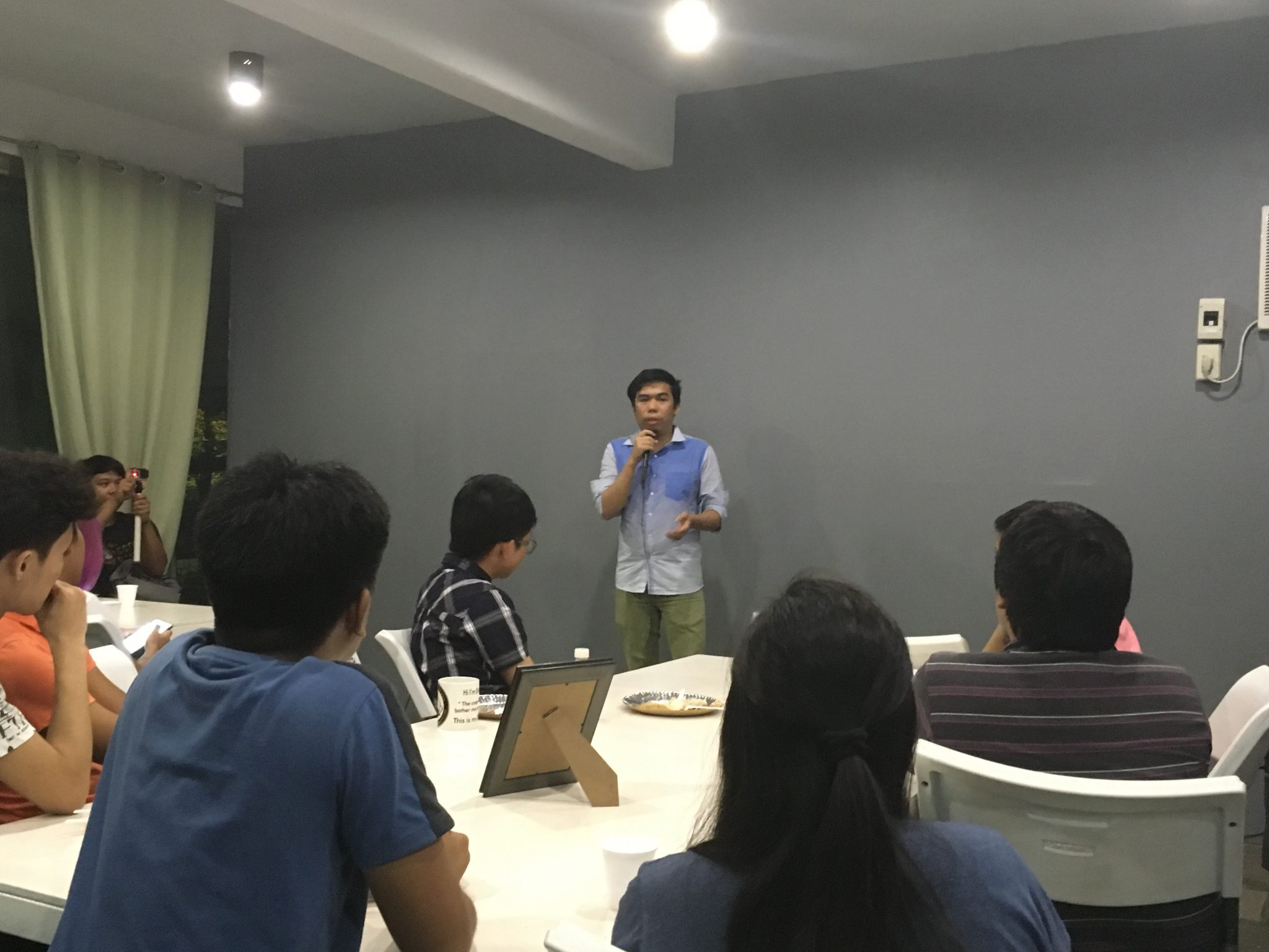 Jover Newspain of Banyera.ph sharing their story as a winning startup for Ideaspace national competition